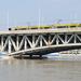 hídon és híd alatt